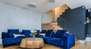 Połączenie klasyki i nowoczesnego designu, matowego betonu i mebli z filongiem w połysku, mocnych wzorów tapet i naturalnego drewna oraz szczypta intensywnych barw tkanin to przepis na wnętrze w stylu fusion.