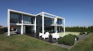 Beton i minimalizm to kwintesencja domu i wnętrza, które architekci – Hanna i Seweryn Nogalscy – zaprojektowali w Katowicach. Łamie on wiele stereotypów i jest żywym dowodem na to, że dom z betonu może być przytulny i pełen światła.