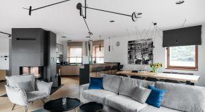 Położony w malowniczych okolicach Iławy dom to oaza wyciszenia dla 3-osobowej rodziny. Aby sprostać temu zadaniu, budynek przeszedł gruntowne zmiany, zyskując nowoczesny sznyt.