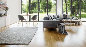 Okno LUM'UP Vetrex wyróżnia się smukłymi profilami o minimalistycznym designie. Niskie złożenie ramy i skrzydła, wąski słupek ruchomy oraz większa powierzchnia szyb sprawiają, że do pomieszczeń wpada dużo więcej naturalnego światła.