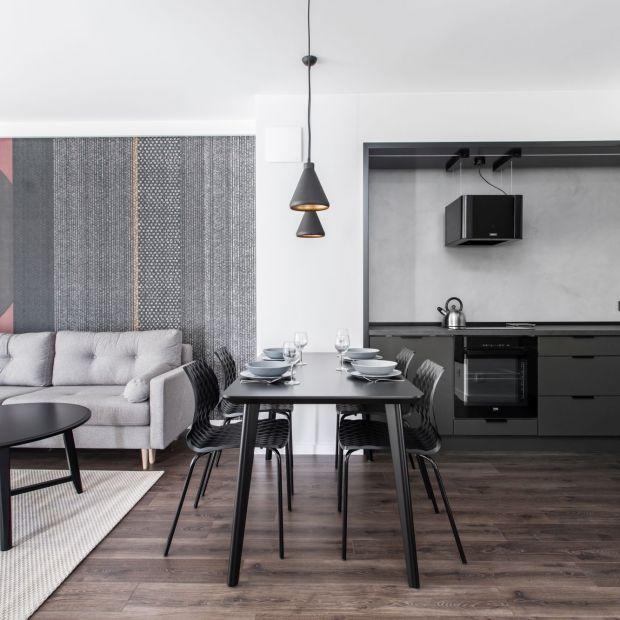 Szaro-czarne wnętrze: zobacz minimalistyczny apartament w Gdańsku