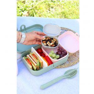 Lunchbox Pascal oraz sztućce KLIK z kolekcji Organic stworzonej z naturalnych materiałów. Fot. Koziol