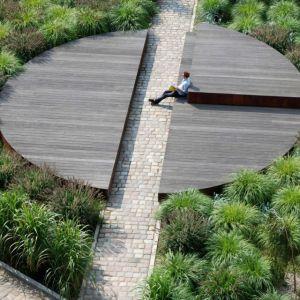 Circle Form - skwer publicznego w poznańskiej dzielnicy Chwaliszewo (Inwestor: Nowa Sienna/Projekt: Paweł Grobelny)