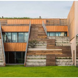 Akademeia High School w Warszawie (Inwestor: Tacit Investment/ Wykonawca: Skanska/ Projekt: Medusa Group)