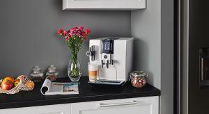 Jesteśmy coraz bardziej świadomym krajem, który poszukuje najwyższej jakości kawy – niezależnie czy pijemy ją w domu, pracy czy kawiarni. Co zrobić, gdy chcemy cieszyć się aromatyczną filiżanką kawy w domowym zaciszu? Jaki ekspres wybrać?