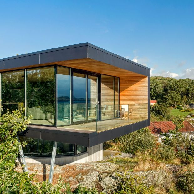 Dom z widokiem na fiordy - duże przeszklenia otwierają na naturę