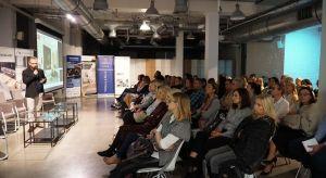 29 października Studio Dobrych Rozwiązań gościło w Poznaniu. W programie wydarzenia znalazły się m.in. prezentacje partnerów, dyskusje tematyczne, wykład gościa specjalnego. Architekci i projektanci biorący udział w spotkaniu mogli poznać bli