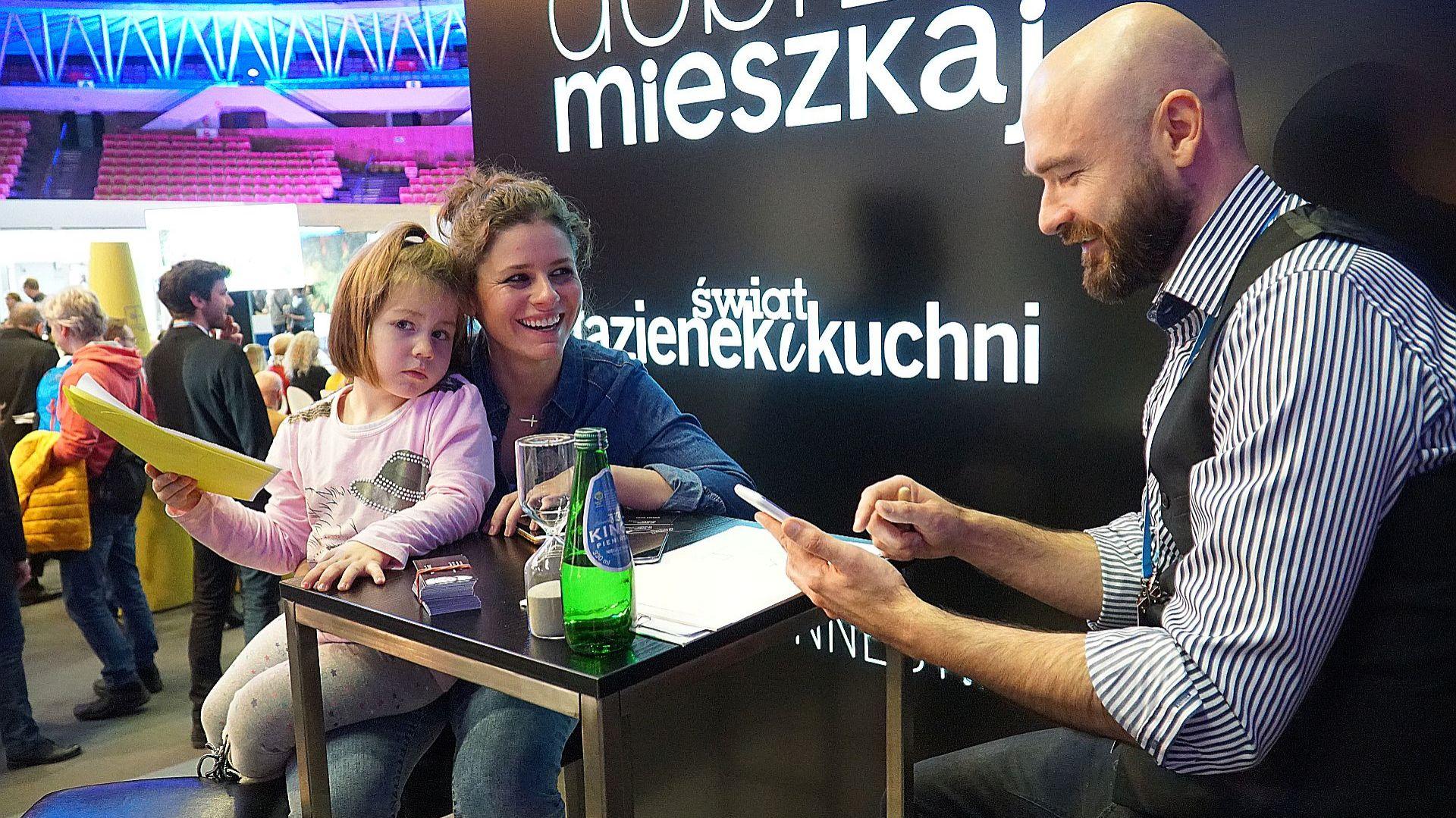 Stoisko magazynu Dobrze Mieszkaj. Fot. Justyna Łotowska