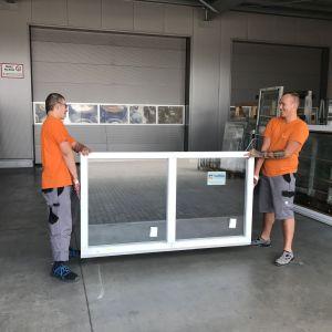 Specjalne paski ułatwiają przenoszenie nawet ciężkich i dużych okien. Są łatwe w użyciu i bardzo wytrzymałe – przy odpowiednim montażu oferują udźwig na poziomie 250 kg. Fot. MS więcej niż Okna
