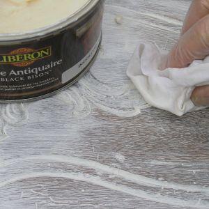 Rustykalne meble: wosk wybielający do dekoracji Fot. Liberon