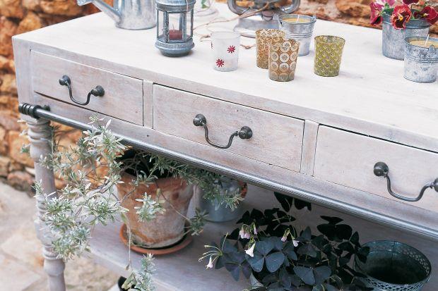 Rustykalne meble: wosk wybielający do dekoracji