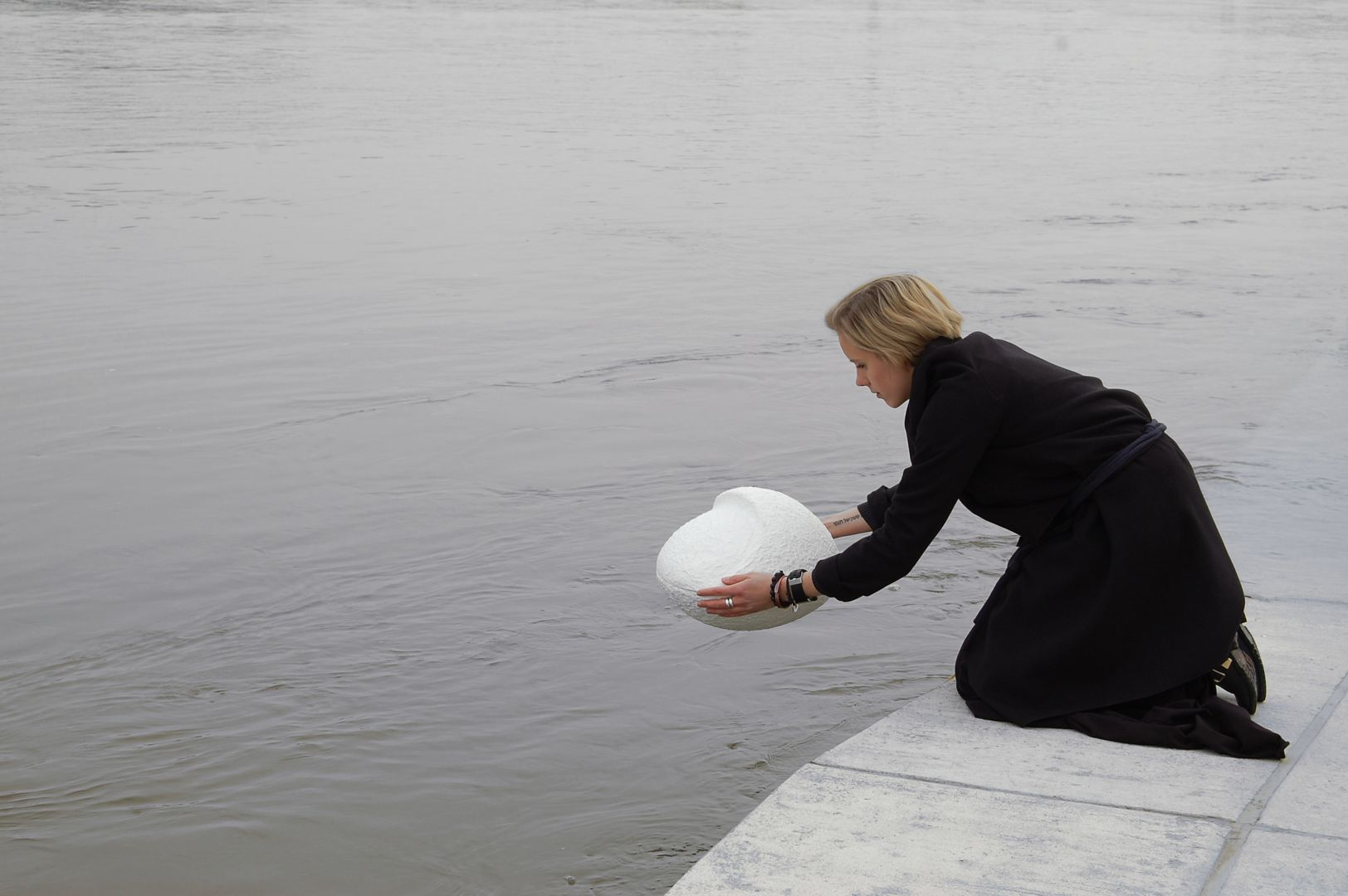 Kami to projekt biodegradowalnej urny wraz z nową ceremonią pochówku na morzu w nawiązaniu do tradycji słowiańskich z wykorzystaniem surowców i technologii lokalnych. Projekt dla NURN