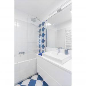 Aranżacja łazienki: płytki podłogowe i kolor. Fot. Decoroom