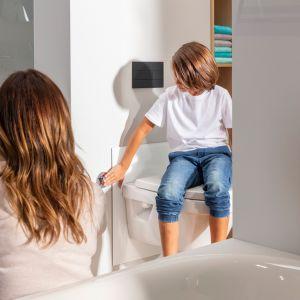 Stelaż do WC z regulacją wysokości Viega Prevista pozwala na opuszczenie lub podniesienie miski za jednym naciśnięciem przycisku. Fot. Viega