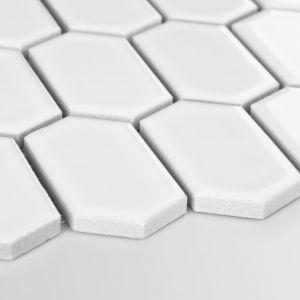 Płytki do łazienki: mozaika Heksalong Biała, Szkliwiona marki. Raw Decor. Fot. Raw Decor