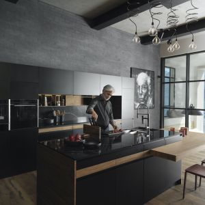 Urządzenia Frames by Franke w głębokiej czerni lub kolorze szampana i stalowymi detalami. Fot. Franke