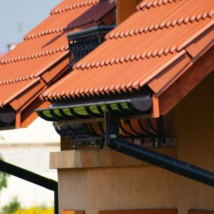 Nowoczesny dach - wybierz rynny z PVC. Fot. Galeco