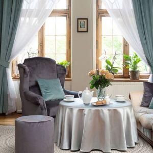 Pomysł na aranżację salonu. Fotel Unique. Fot. Dekoria
