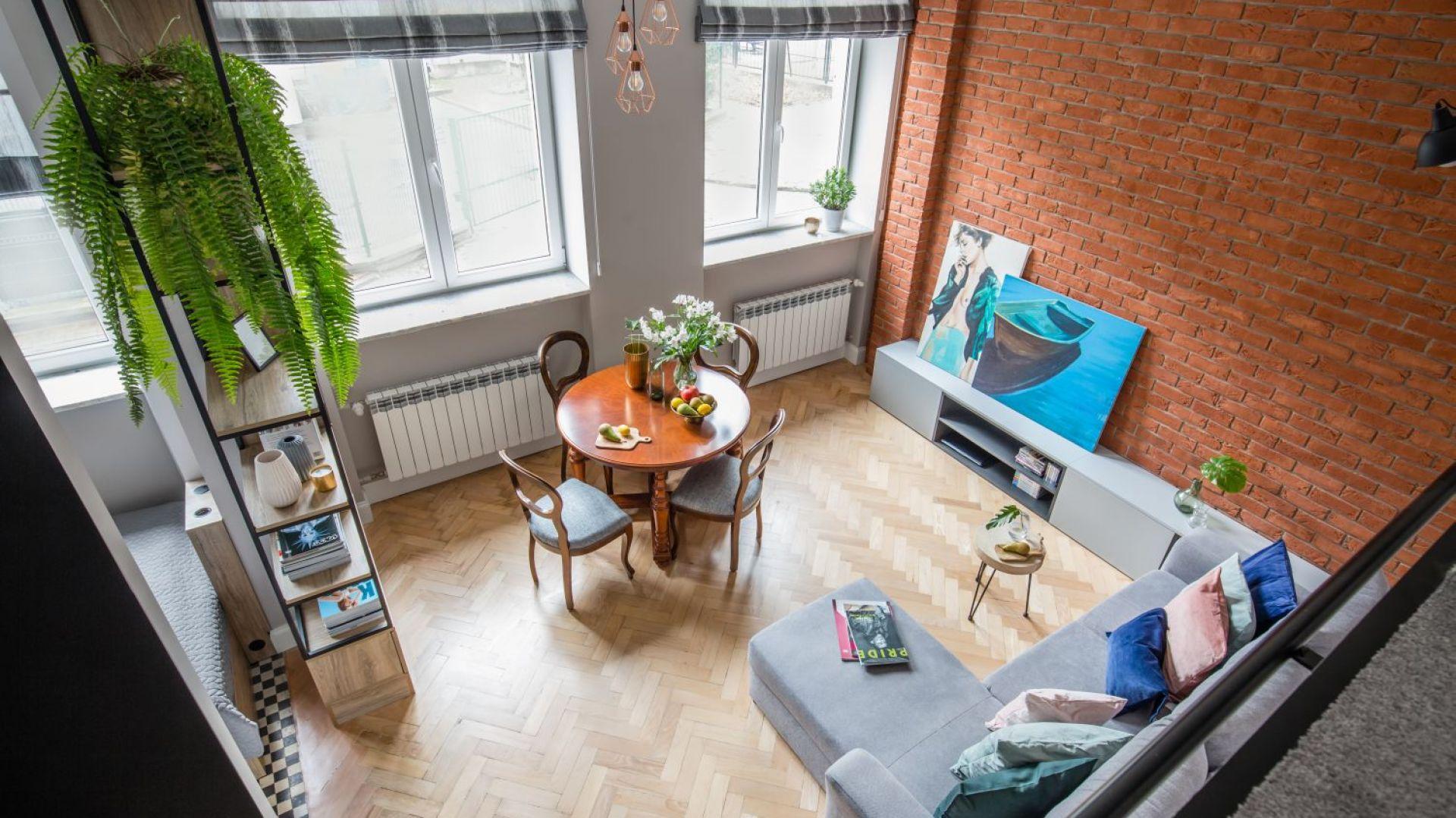 Małe mieszkanie - pomysły na kawalerkę. Projekt Monika Pniewska. Fot. Marta Behling  Pion Poziom