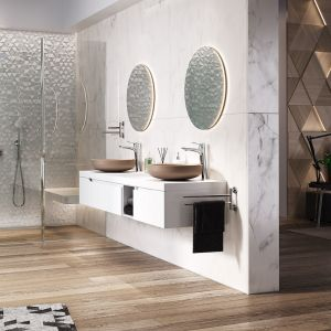 Elegancki chrom oraz minimalistyczny design to cechy zestawu prysznicowego Algeo Set do montażu podtynkowego. Fot. Ferro