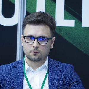 """Kamil Wiśniewski. 4Buildings: sesja """"Barometr zdrowych domów"""". Fot. PTWP"""
