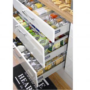 System Comfort Box oferuje szuflady wewnętrzne i frontowe z pełnym wysuwem w dwóch kolorach: białym i srebrnym. Fot. Rejs