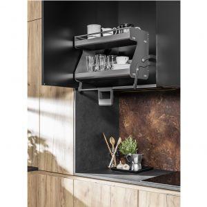 Górna półka systemu KitchenTower to kombinacja wielu różnych przegródek i pojemników na drobny sprzęt lub przyprawy. Fot. Peka