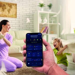 Aplikacja Home Center do zarządzania domem inteligentnym jest wyposażona w przejrzysty i intuicyjny interfejs. Fot. Fibaro