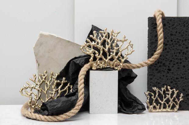 Naturalne materiały we wnętrzach - stylowy mosiądz