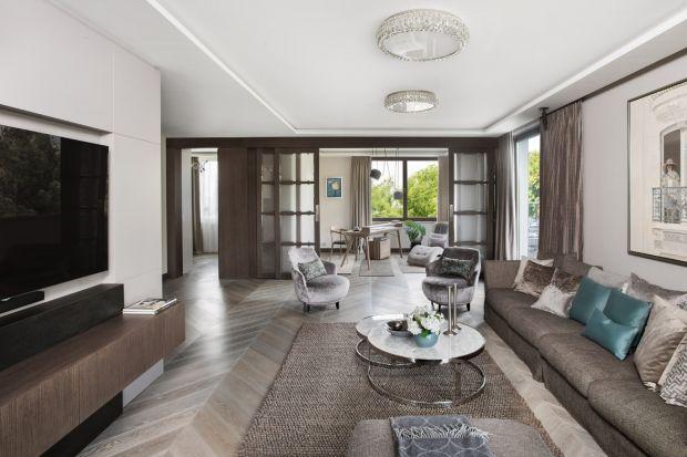 W jednej z willowych dzielnic Warszawy powstał apartament, w którym bezpretensjonalna elegancja, nadzwyczaj starannie dobrana kolorystyka oraz wybitna, wręcz pedantyczna dbałość o detal zachwyca już od progu!