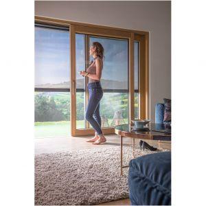 Markizy VMZ Solar można montować w oknach pionowych oraz drzwiach tarasowych i balkonowych; sterowanie automatyczne. Fot. Fakro