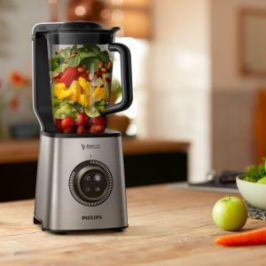 Blender próżniowy wysokoobrotowy o mocy 1400W blenduje nawet najtwardsze składniki. Fot. Philips