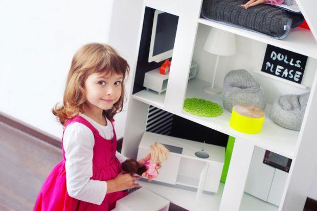 Autorski projekt, wnętrza aranżowane przez znawcę i ręcznie robione meble w każdym pokoju – to nie opis luksusowej willi, ale designerskiego domku dla lalek.