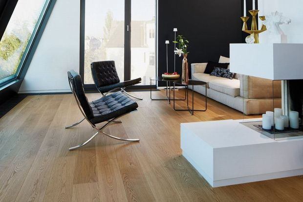 Lite deski podłogowe cieszą się obecnie dużą popularnością. O ich powodzeniu decyduje głęboko zakorzeniona w polskiej architekturze tradycja ich montowania, duży wybór oraz trwałość materiału.