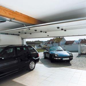 Montaż automatyki garażowej to przede wszystkim wygoda i udogodnienie podczas codziennego korzystania z garażu. Fot. Normstahl