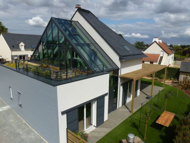 Dom pozytywnej energii, jak bywa określany, został zrealizowany we Francji przez firmę Comepos. Projekt: arch. Laure Levanneur, agence ARCHIfact, Fot. Thierry Mercier