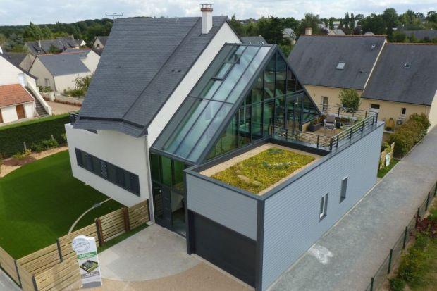 Coraz wyższa świadomość dotycząca możliwości wykorzystania ekologicznych i energooszczędnych rozwiązań w budownictwie mieszkaniowym sprawia, że popularność zyskują domy o standardzie energetycznym NF40 (zużycie energii nie więcej niż 40 k