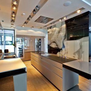 Estetycznie zaprojektowane i zamontowane głośniki sufitowe nie zakłócą stylistyki żadnego z pomieszczeń. Fot. Art Cinema, 3Logic
