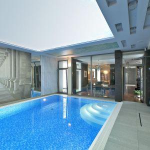 Dzięki inteligentnym systemom sterowania dźwiękiem możemy delektować się muzyka nawet podczas relaksu na basenie. Fot. Art Cinema, 3Logic