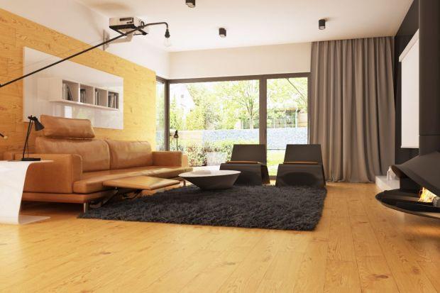 Czerń i biel oraz ciepły odcień drewna tow ostatnim czasie najmodniejsza kolorystyka w projektowaniu wnętrz.Z wykorzystaniem tych odcieni można z powodzeniem urządzić mały dom tak, by był nowoczesny i stylowy.
