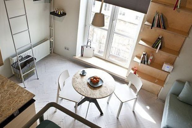 Kawalerka nie jest najwygodniejszym miejscem do mieszkania, ale wiele osób decyduje się na kupno lub wynajem tego typu lokalu ze względu na cenę. Studio Projektowe Utopia pokazuje, że nawet niewielką przestrzeń można zagospodarować w taki sposób