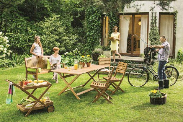 Drewniane meble ogrodowe to uniwersalna propozycja, która sprawdzi się w każdym ogrodzie i świetnie ozdobi przydomowy taras. Koniecznie zobaczcie, jakie drewniane nowości do ogrodu proponują producenci na sezon 2015.