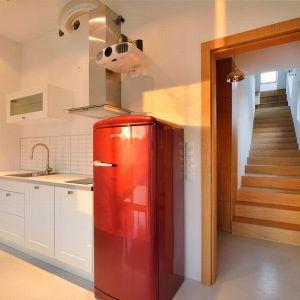 Kuchnia, pomimo niewielkiej powierzchni jest funkcjonalna. Proj. Domo Dom, Fot. Tomasz Zakrzewski