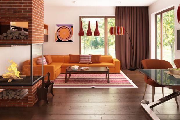 Głównym założeniem architekta domu Z222 było stworzenie jak najbardziej funkcjonalnych wnętrz. Stąd pomysł na wspólną przestrzeń, którą tworzą na parterze salon, jadalnia i kuchnia.