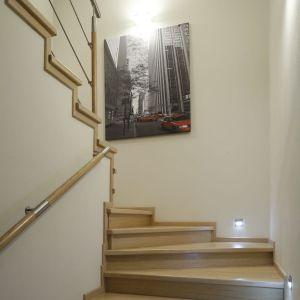 Wydzieloną klatkę schodową możemy też pięknie udekorować. Proj. Jolanta Kwilman. Fot. Bartosz Jarosz