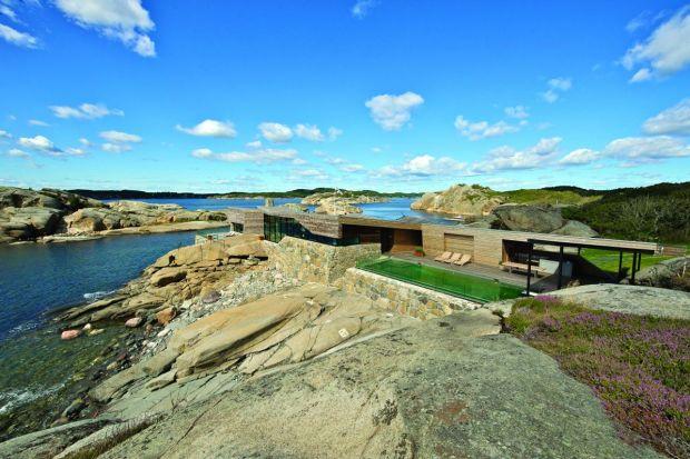 Nadmorski dom na fiordach. Zobacz Rock House w Norwegii