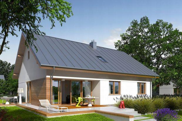 Domy z poddaszem należą do najczęściej wybieranych typów budynków. Są ekonomiczne w budowie, nie potrzebują dużej działki, łatwo wyodrębnić w nich strefy dzienną i nocną. Ich zaletą jest również możliwość wykończenia w etapach – po