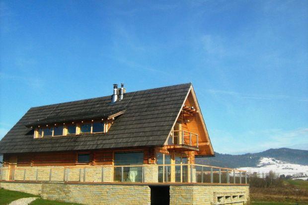 Osada Czorsztyn to kompleks energooszczędnych, luksusowych willi jednorodzinnych, usytuowanych nad malowniczym Jeziorem Czorsztyńskim. Domy zbudowane są w technologii drewnianej a ich wnętrza mogą być zaaranżowane w indywidualny sposób.