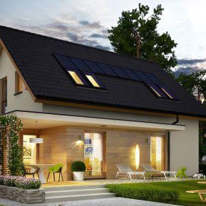 Klasyczna bryła, prosta konstrukcja, dwuspadowy dach oraz standardowe wymiary stolarki okiennej gwarantują niskie koszty budowy oraz późniejszej eksploatacji budynku. Fot. Pracownia Projektowa Archipelag