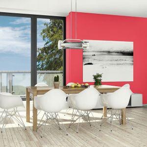 """Odcień """"Władcza czerwień"""" podkreśli charakter minimalistycznego wnętrza."""